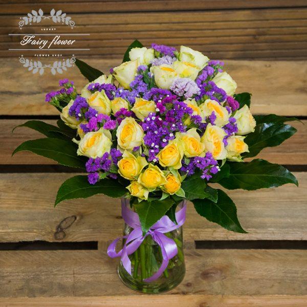 Букет във ваза- спрей рози