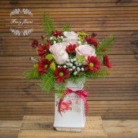 рози в керамичен съд