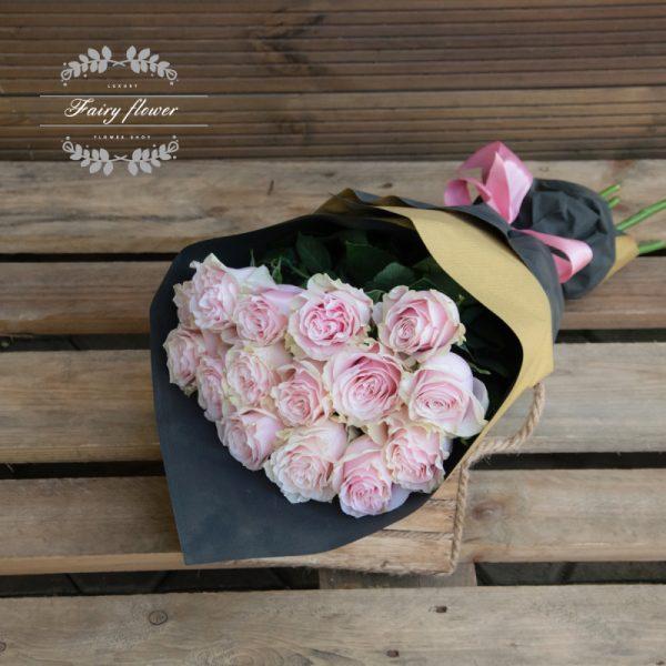 15 розови рози