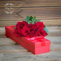 7 червени рози в кутия