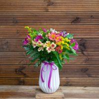Алстромерии във ваза