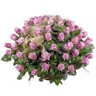 Кошница с лилави рози