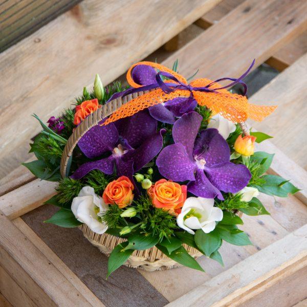 Кошница с орхидея ванда