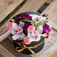 Кутия с орхидея цимбидиум